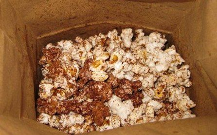 Quick, easy dark chocolate popcorn
