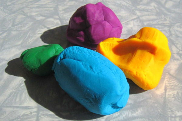 It's easy to make homemade play-dough or Play-Doh with this play dough recipe collection. It's less expensive than buying commercial versions, and you can add creative touches. It also uses all non-toxic ingredients, and you'll know exactly what's in it if you're making it for a child who has allergies.