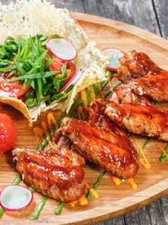 Chicken wings in plate with vegetables
