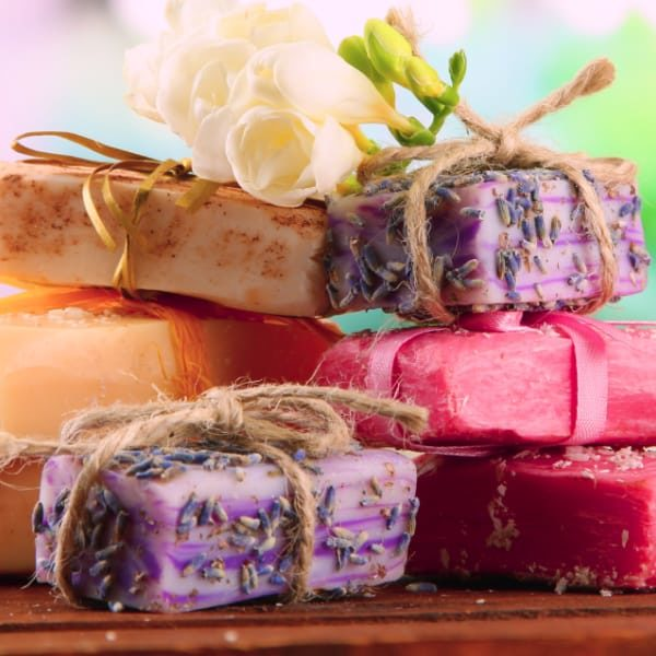 These homemade soap recipes and tips will help you get started making your own soap! Includes eay recipes for cold process and melt and pour soap. DIY soapmaking is a fun craft, and it can save you money, and even be better for your skin. #handmadesoap #crafting #homemadedoap #diysoap #soaprecipes