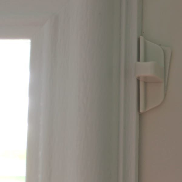 Door blinds slider to pull blinds up or down