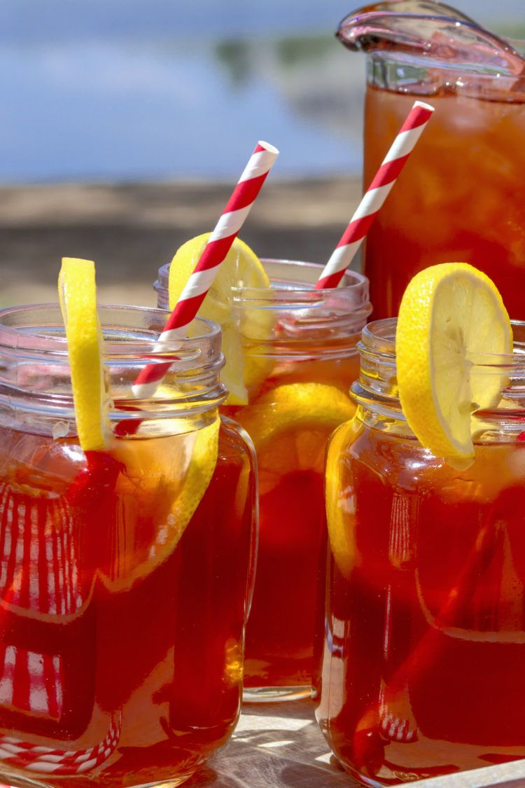Southern sweet tea in glasses with lemons