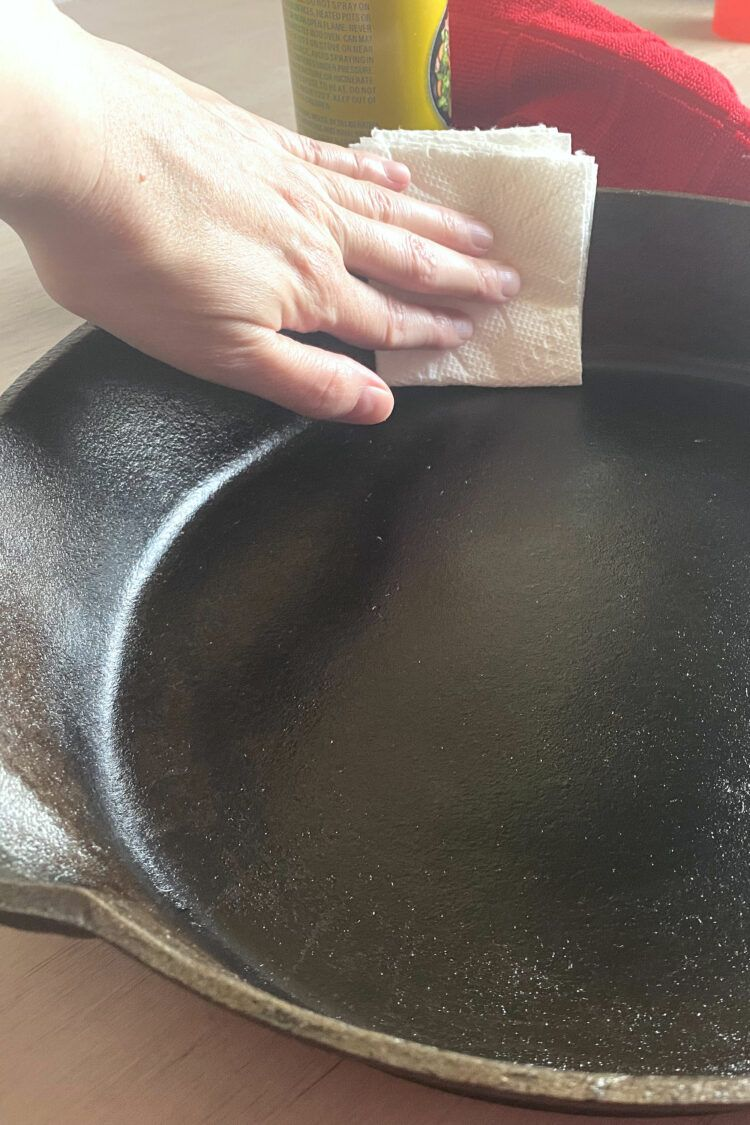 Buffing oil in cast iron skillet